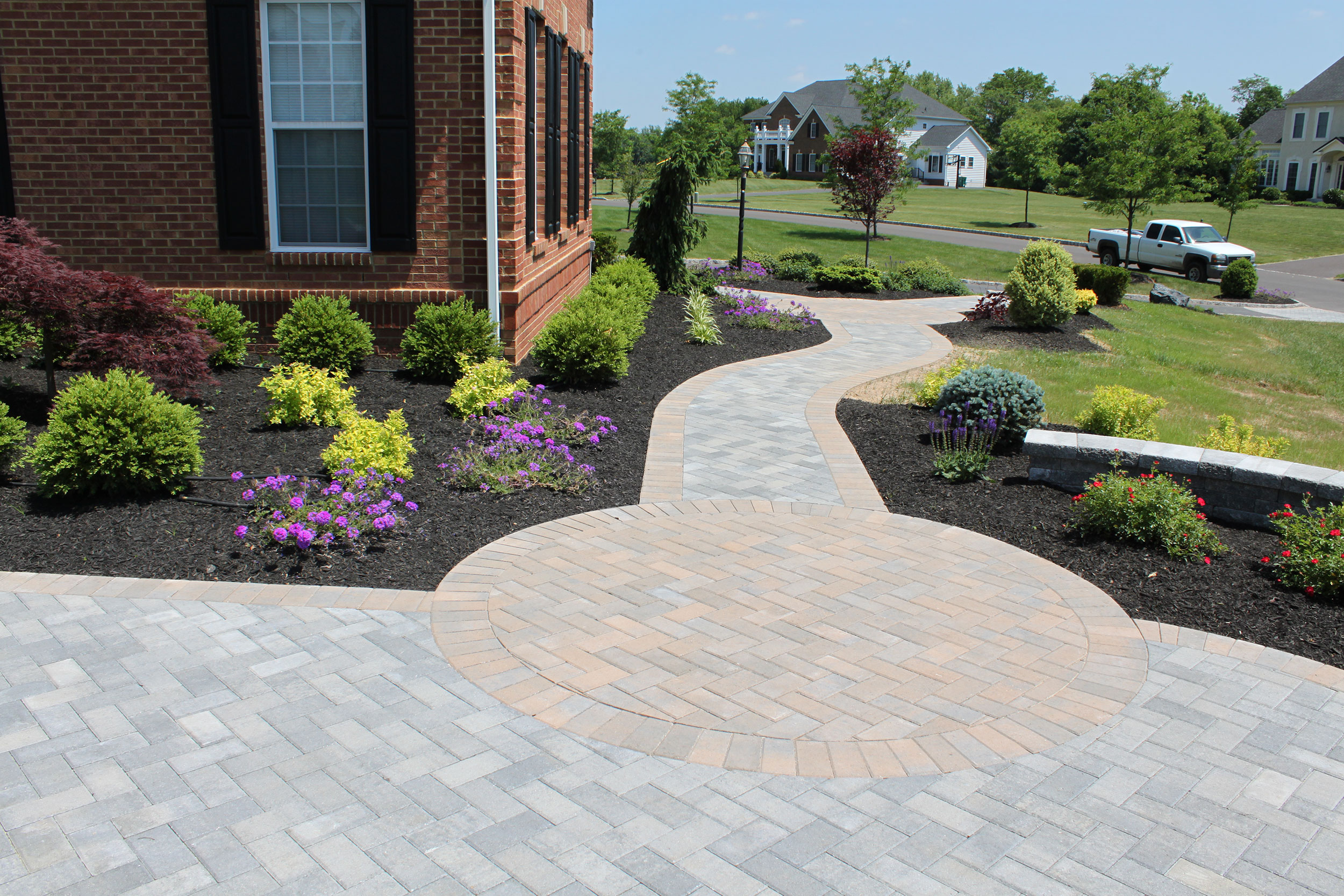 Walkway-w-circle RR Caddick Landscape Design