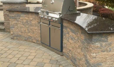 Outdoor-kitchen-built-in-grill R&R Caddick