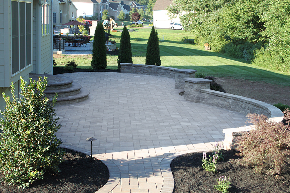 Curved Patio Design ...