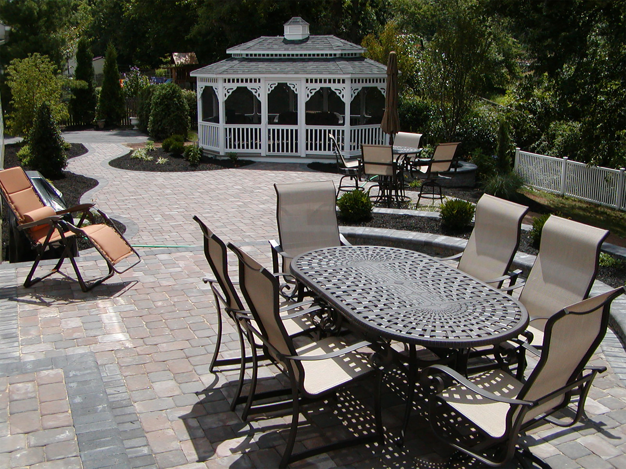 patio-with-oval-gazebo